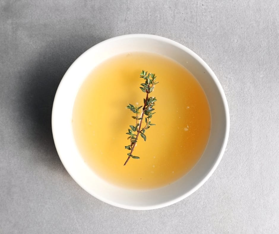 Low FODMAP beef stock in bowl - 940 x 788