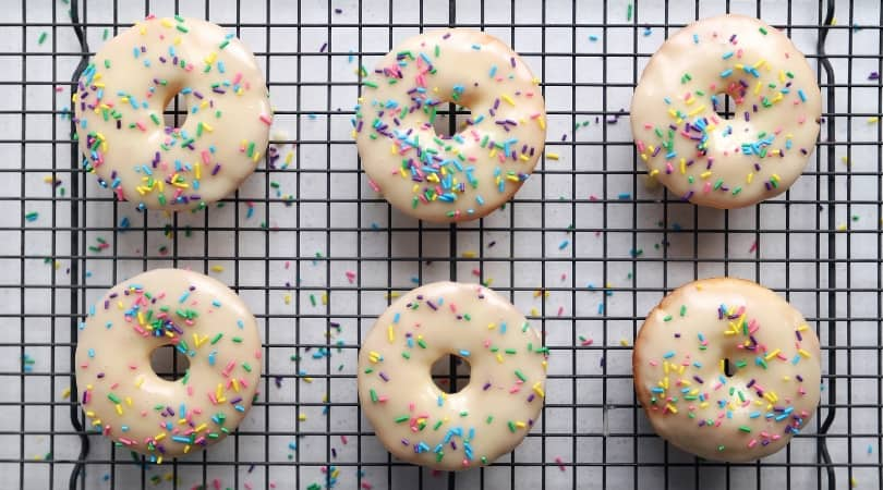 Low FODMAP Cake Doughnuts - 810 x 450