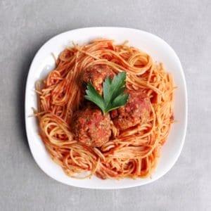Low FODMAP marinara sauce with meatballs -