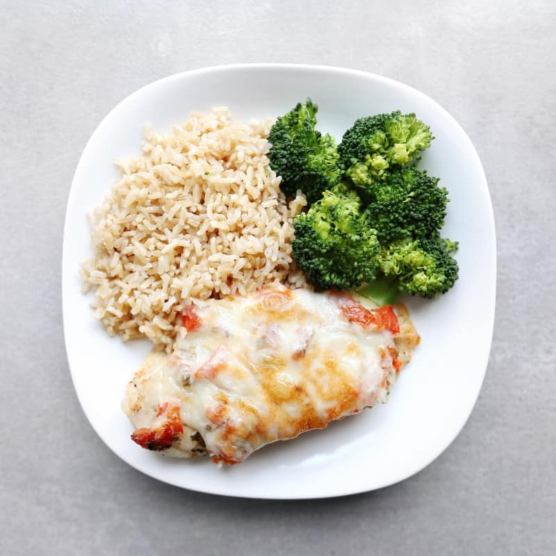 Low FODMAP Salsa Chicken Fresca on Plate with Vegetables - 800 x 800