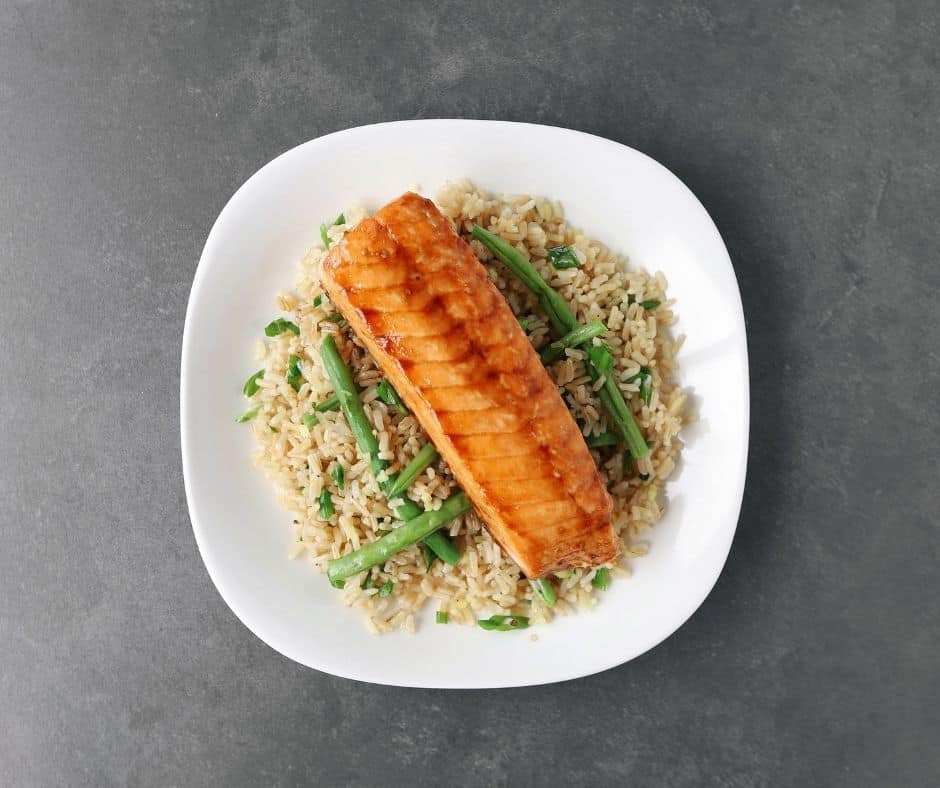 Low FODMAP soy-glazed salmon on a bed of green beans and rice - 940 x 788