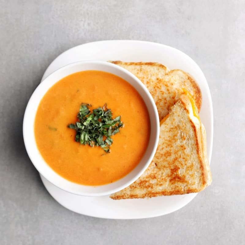 Low FODMAP tomato soup and sandwich - 800 x 800